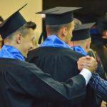 FOTOGRAFIA ZILEI: Profesor mândru de elevul sau absolvent!